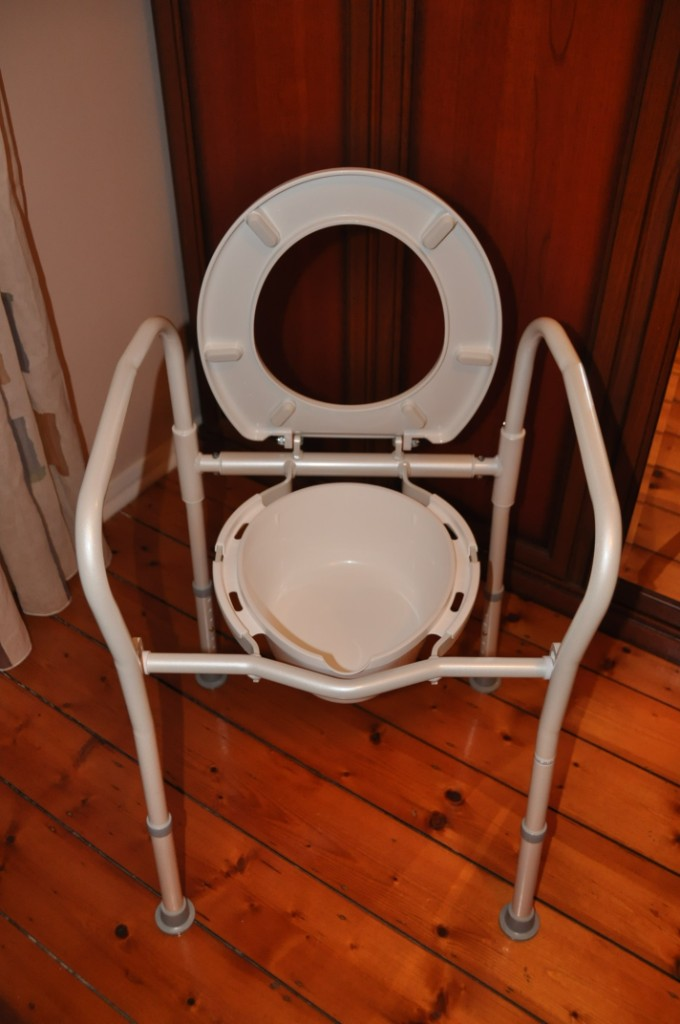 Overtoilet aid folding with splash guard for elderly ...